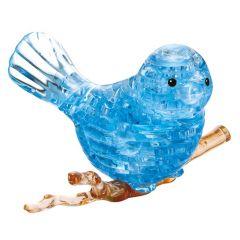Kolmiulotteinen lintu palapeli. Lintu istuu ruskean värisen oksaa mallintavan jalustan päällä. Lintu on sinisen värinen.