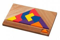 Pakkaus sisältää puulaudan sekä värikkäät palat.