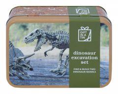 Upea peltirasia Tyrannosaurus rex- ja Triceratops luurangon kuvalla.