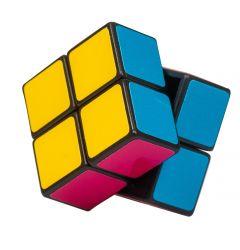 Rubikin kuution kaltainen kaksi kertaa kaksi mini pulmakuutio. Pulmakuution sivujen värit ovat: Valkoinen, lila, sininen, keltainen, punainen, vihreä. Saumat ovat mustan väriset.