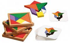 Pakkauksessa mukana neljä puista palojen säilytyslautaa, jokaiselle pelaajalle omat palat sekä kuviokortit.