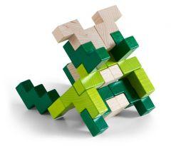 Pakkaus sisältää tumman- ja vaaleanvihreän sekä vaalean puun väriset palikat.
