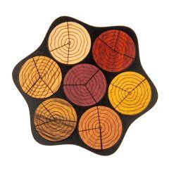 Puinen alusta ja tyylikkään värikkäät, halkaistun puun näköiset palat.