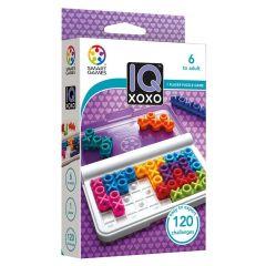 Houkuttelevan värikkäät X ja O pelinappulat. Paketista näet palojen muodon ja kannellisen pelilaudan.